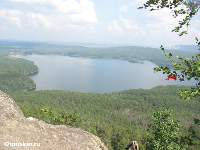 Озеро Аракуль вид с шихана, площадка с веревками