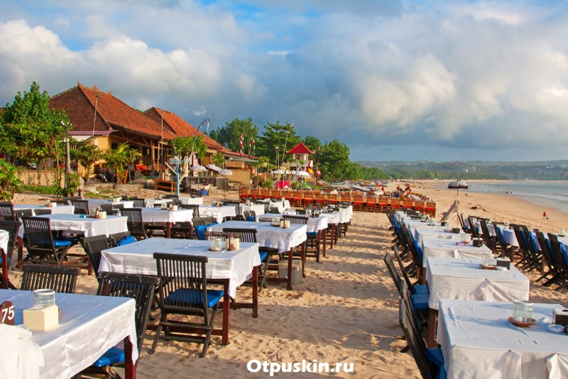 Рестораны на пляже Джимбаран острова Бали
