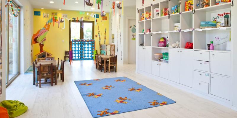 Ясли для маленьких детей в Греции на Халкидиках в отелей Сани бич
