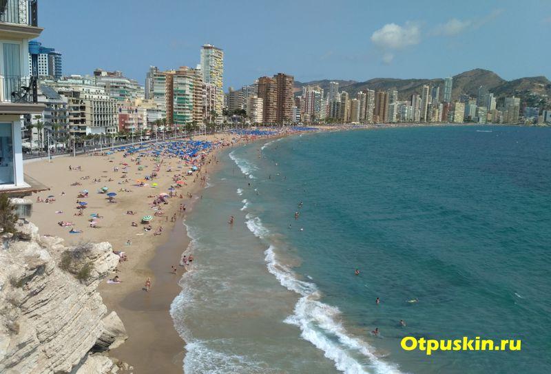 Вид с балкона европы на пляж Levante
