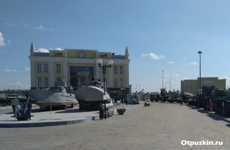 Открытая площадка УГМК музея военной техники в В.Пышме
