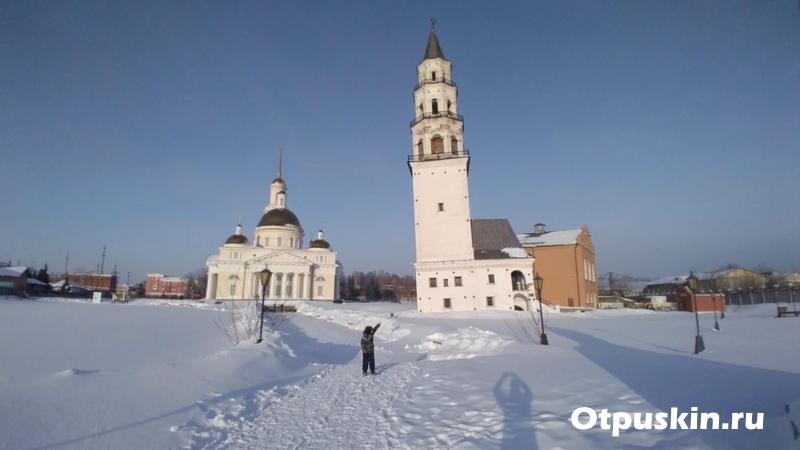 Падающая башня в Невьянске