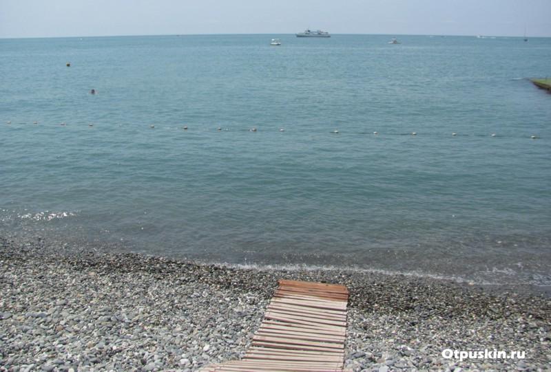 Заход в море где детский пляж Чайка Адлер