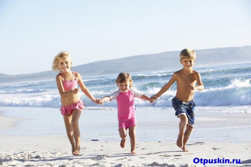 Отдых 2 взрослых с 3 детьми на море