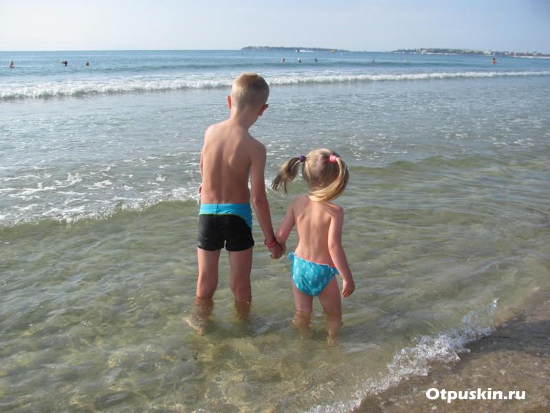 Болгария пляж дети