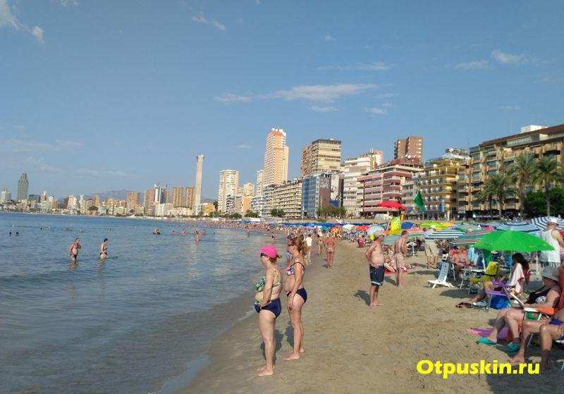 пляж поньенте в сентябре много народу