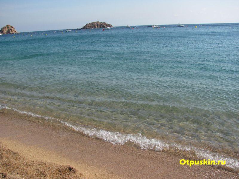 Чистота моря в Испании, пляж Тосса-де-Мар, Каталония